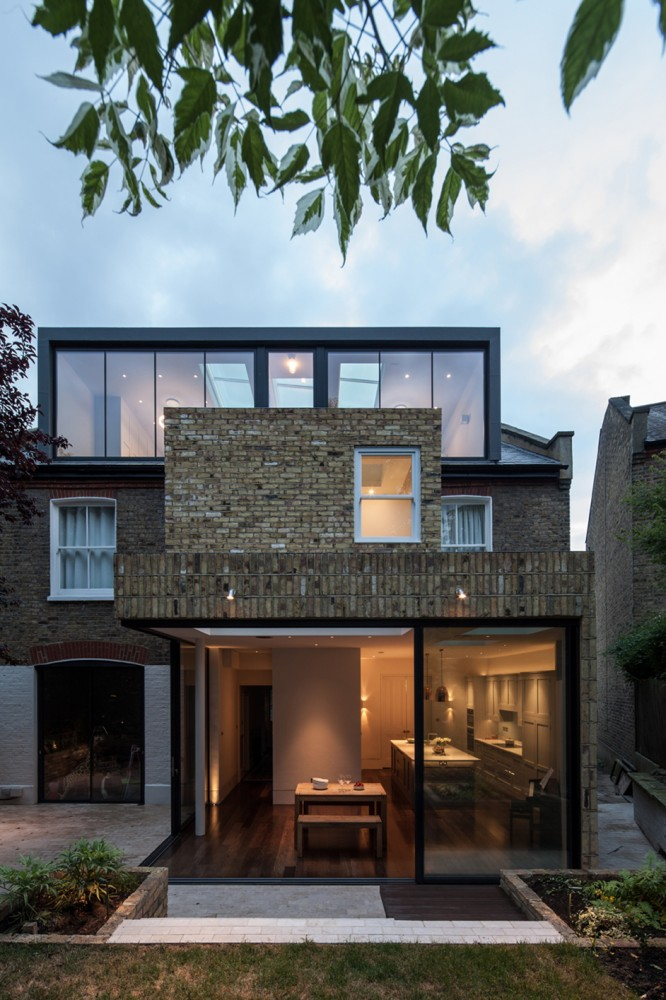 Peter Morris Architects - Wimbledon House - garden view dusk