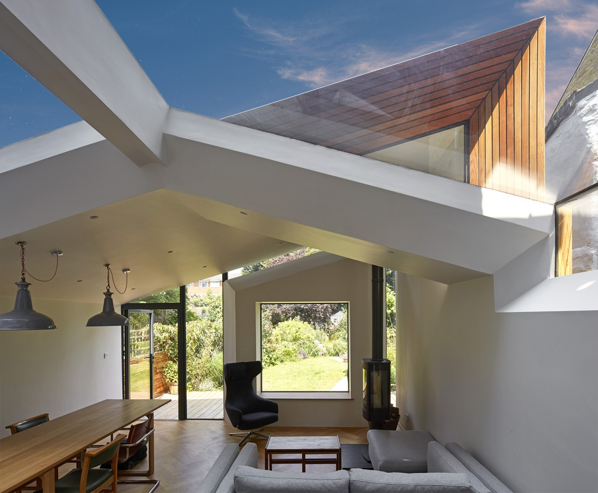 Peter Morris Architects Twisted House - sky triangle window